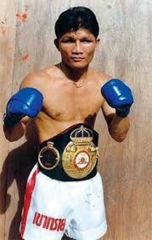 Khaosai Galaxy was a great boxer puncher in the junior bantamweight division. He had great timing and one punch knockout puncher.