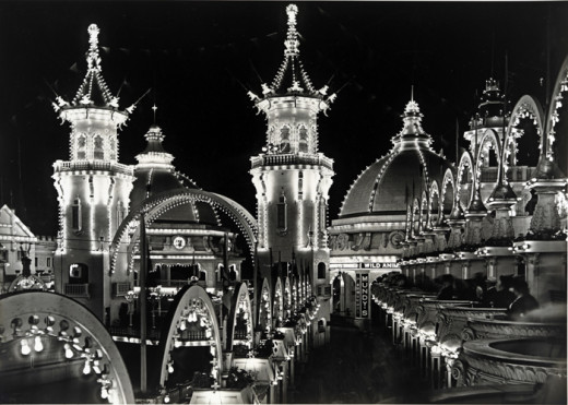 Luna Park at night in 1906.
