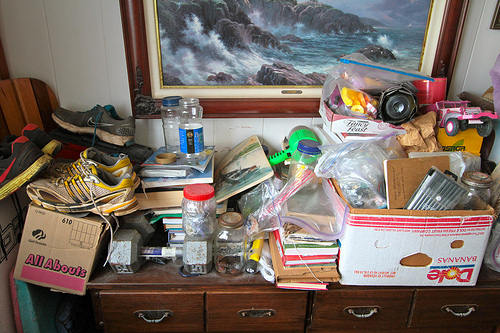 Clutter overflow by Puikkibeach on flickr (cc by 2.0)