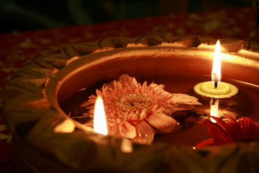 Today, more and more people are discovering ways to improve their decorations. Before, diyas were limited to floors, tables, and platters. But now, you can make them float in a bowl filled with water, adorned with flowers.