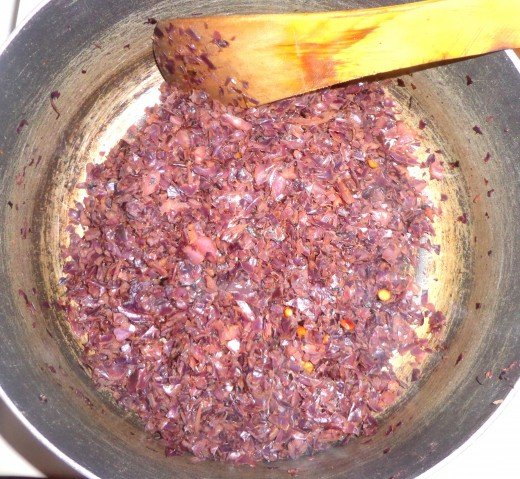 Red cabbage is getting fried.