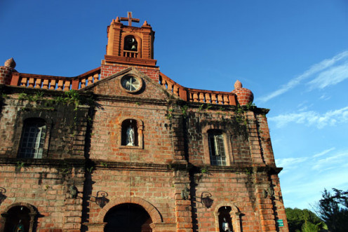 Picture of a large church.