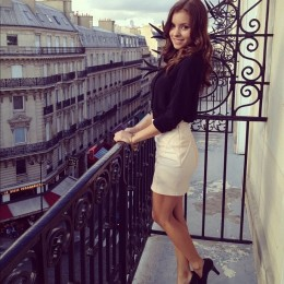Very pretty girl loving Paris and looking so sweet