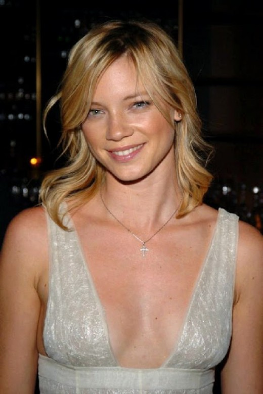 Amy Smart, who had a recurring role on Felicity, with Amy Jo Johnson.