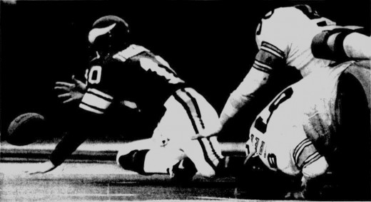 Vikings QB Fran Tarkenton scrambles into end zone to recover a fumble during Super Bowl IX.