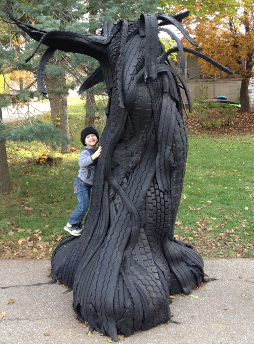 Here is artist Ben Zoltak's most uptodate sculpture Gruntled Morphous. The artist 3 year old son is seen playing, giving some idea as to it's girth!