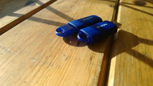2X Nokia USB Stick