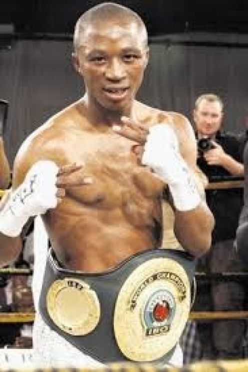 Zolani Petelo fought anyone and he was capable of slugging it out on the inside or popping the jab while dancing on his toes.