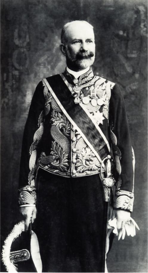 Obersthofmeister des österreichischen Kaiserhofes Alfred Fürst von Montenuovo, in der Gala-Uniform für Oberste Hofchargen