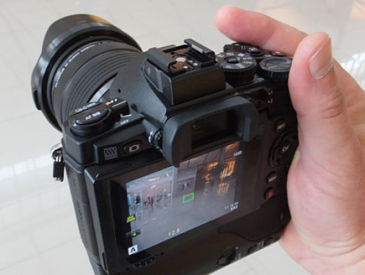 Olympus OM-D E-M1 Compact System Camera with 16MP and 3-Inch LCD