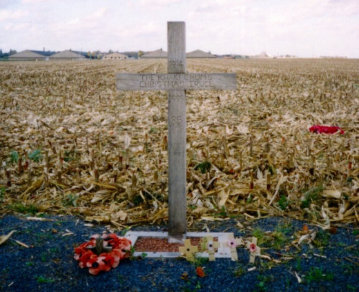 A cross, left in Comines-Warneton (Saint-Yvon, Warneton) in Belgium in 1999, to celebrate the site of the Christmas Truce during the First World War in 1914