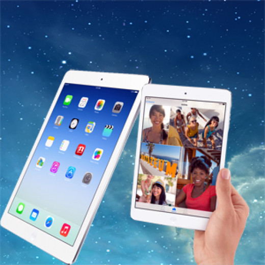 iPad Air and iPad Mini with Retina Display on iOS 7 background.