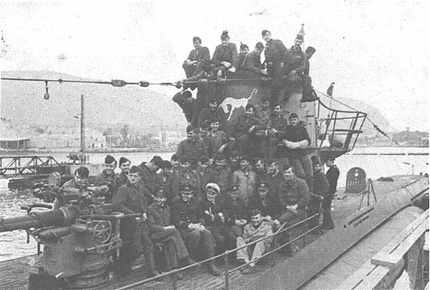 Type VIIC U-559 with her crew. She was badly damaged in the attack by HMS Petard in the Mediterranean