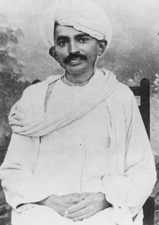 Gandhi in traditional Indian dress (1915)