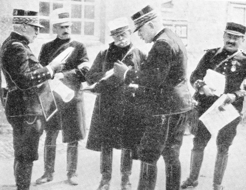 General Joffre (second from the right) talking to General de Castelnau.