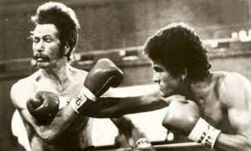 """Salvador Sanchez beat Danny """"Little Red"""" Lopez for the featherweight championship."""