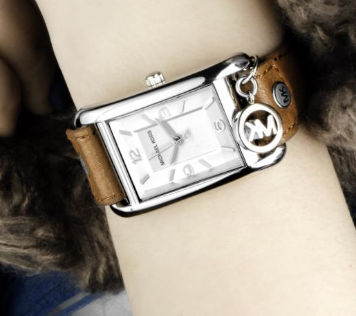 As you can see in the picture this watch comes with a MK charm and a leather band with studs.