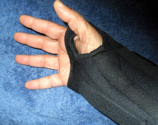 A good wrist brace keeps the wrist straight while leaving the fingers and thumb plenty of wiggle room.