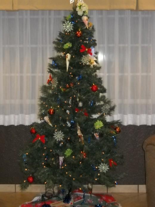 Tree w/Homemade ornaments