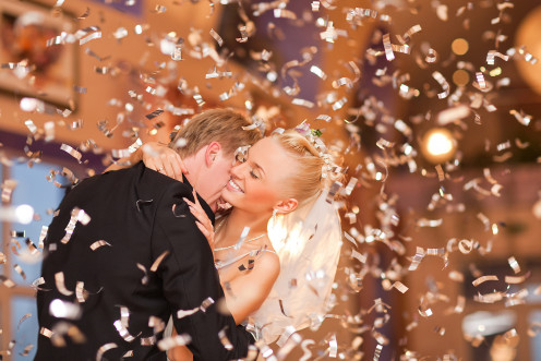 Gold confetti is so much more romantic than rice!