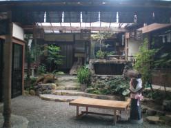 A hidden courtyard, Tokyo © A Harrison