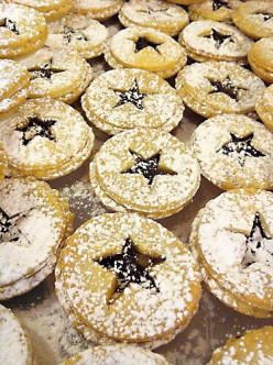 Yule Logs, Mince Pies and Mincemeat - Facts, Recipes and History