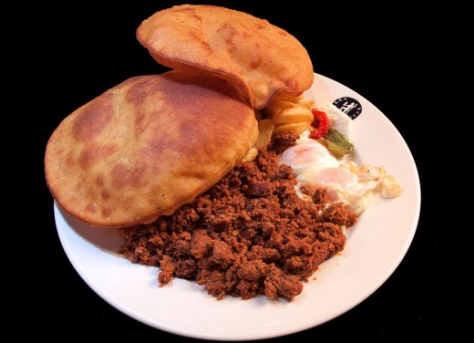 """Traditional """"tortos"""" with chips and minced meat"""