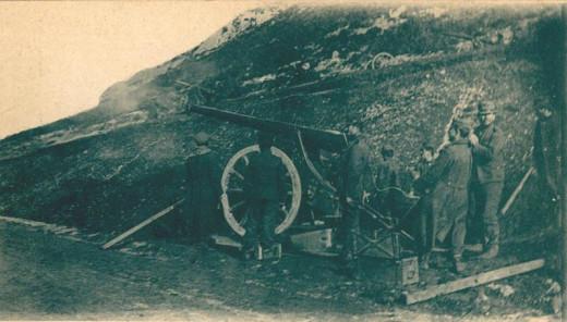 Greek artillery during the Battle of Bizani.