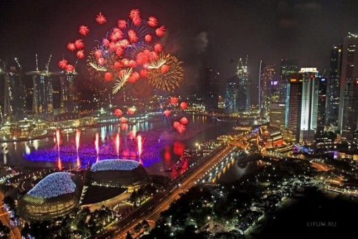 In Singapore: A breathtaking view of fireworks in the skies of Singapore