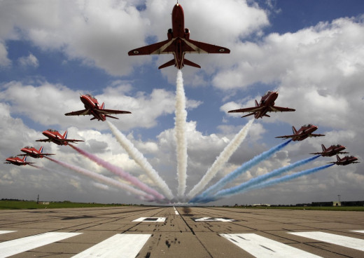 Red arrows demo team performing a low pass