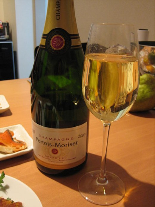 The cause of the lack of visible bubbles in this sparkling wine is mostly due to the glass that was designed for still wine, not Champagne.