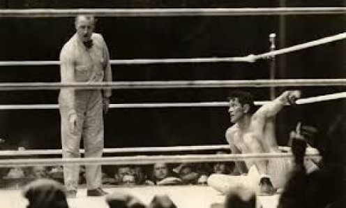Gene Tunney gets knocked down in his rematch against Jack Dempsey.