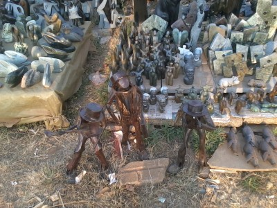 There were several markets selling all sorts of sculptures, big and small, usually made of tin or soapstone. The quality of the street trader's art was impressive. The price, compared to that of the same level of  craftsmanship in England was minimal