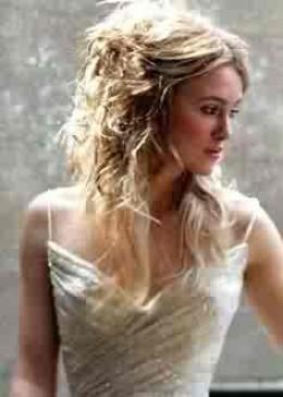 Kiera Knightley... dressed as a bride