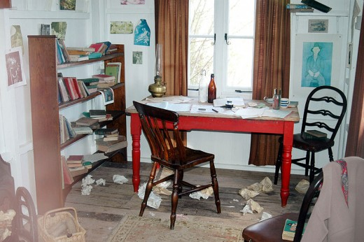 Dylan Thomas wrote delightful succinct poetry in a messy room with a beautiful view over a cliff.