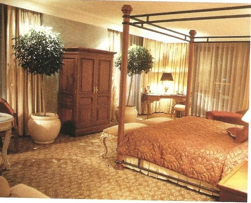 292 deluxe guest rooms includes 33 suites,and 20 classic suites.