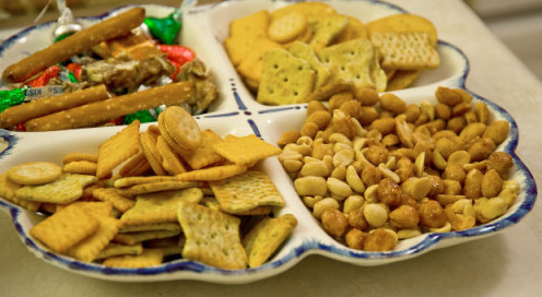 Serve food like crips and nuts that you can buy in bulk