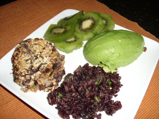 I served my cakes with black rice, avocado and fresh cut kiwi. You can then drizzle the sauce over everything but the kiwi. Big Yum!