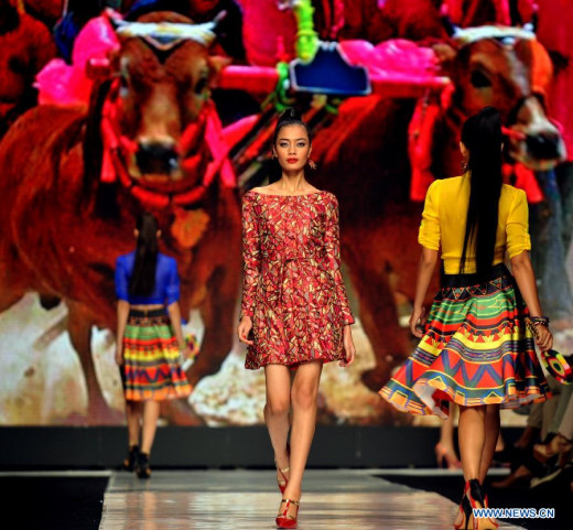 Models present creations by designer Angie Blaire during the Jakarta Fashion Week 2014 in Jakarta, Indonesia, Oct. 22, 2013. (Xinhua/Agung Kuncahya B.)