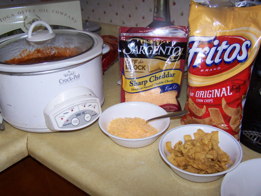 Here I show the toppings that we prefer to use when we serve the chili.