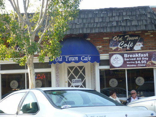 Old Town Cafe, a place where locals meet to eat. We heard the waitresses calling customers by name.