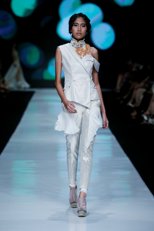Trend Watch Jakarta Fashion Week 2014:  Head To Toe White Look