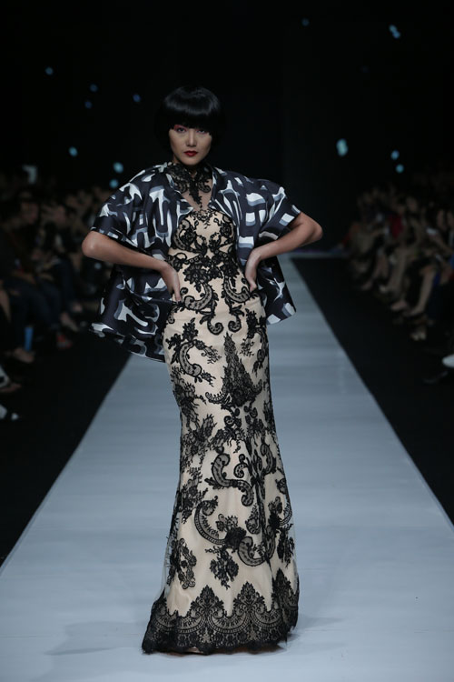 JAKARTA, INDONESIA – OCTOBER 24: Models walk the runway showcases design by Albert Yanuar at Korean Cultural Center fashion show during Jakarta Fashion Week 2014 at Senayan City on October 24, 2013 in Jakarta. (Photo by Dachri Megantara/Feminagroup)
