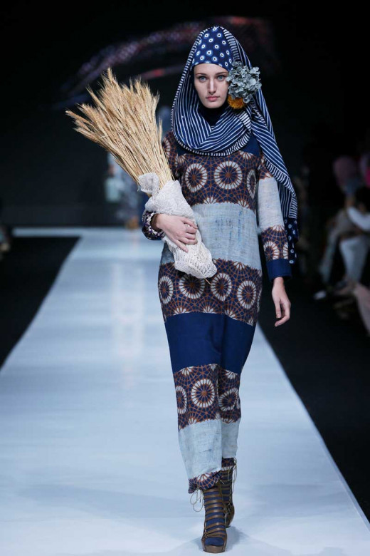 JAKARTA Oct 20, 2013/ — Nur Zahra unveils her 2014 collection at the Indonesia Fashion Forward fashion show during Jakarta Fashion Week 2014 at Senayan City on October 19, 2013 in Jakarta. (Photo by Irvan Arryawan/Feminagroup)