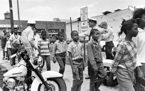 Police arresting children, Birmingham, 1963