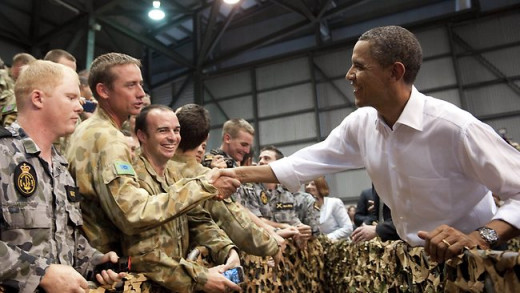 Obama shakes hands with Australian troops and US marines in Darwin