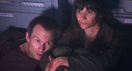Christian Slater and Amy Matysio in Stranded