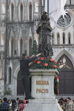 Regina Pacis - Queen of Peace - St Joseph's Cathedral, Hanoi.  December 24th 2011