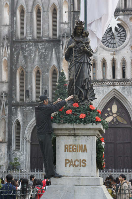 Regina Pacis - Queen of Peace - St Joseph's Cathedral, Hanoi.  December 24th 2011