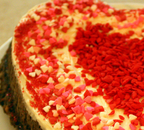 The heart-shaped sprinkles and the lip-shaped sprinkles add the much needed pizzazz to the cake